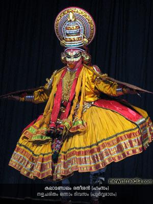 Nalacharitham Onnam Divasam Kathakali: Kalamandalam Ratheesan as Hamsam.