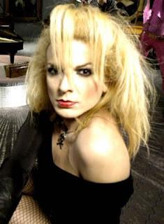 """""""La Susi"""" hoy conocida como """"Susie Pop"""" o """"la verdadera Nancy rubia"""" era ya una diva de la desaparecida sala Revolver allá por 1993 cuando me afinqué en la ... - Susi_Pop"""
