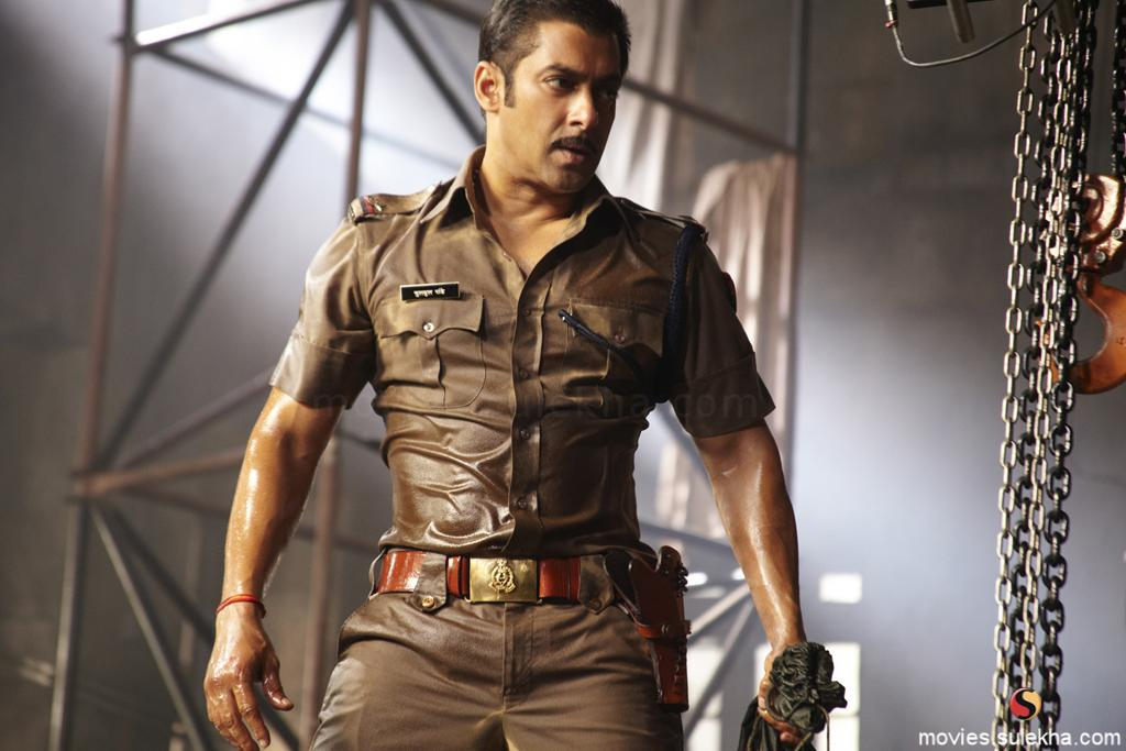 Wallpaper Image : Inspector Chulbul Pandey ( Salman Khan ) in Police dress