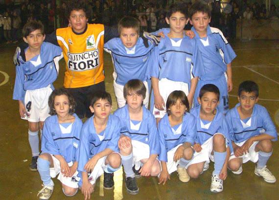 Los chicos de la categoría 1999, partido jugado en Tolhuin en abril '09.