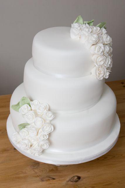 Vintage And Cake A White Rose Wedding Cake