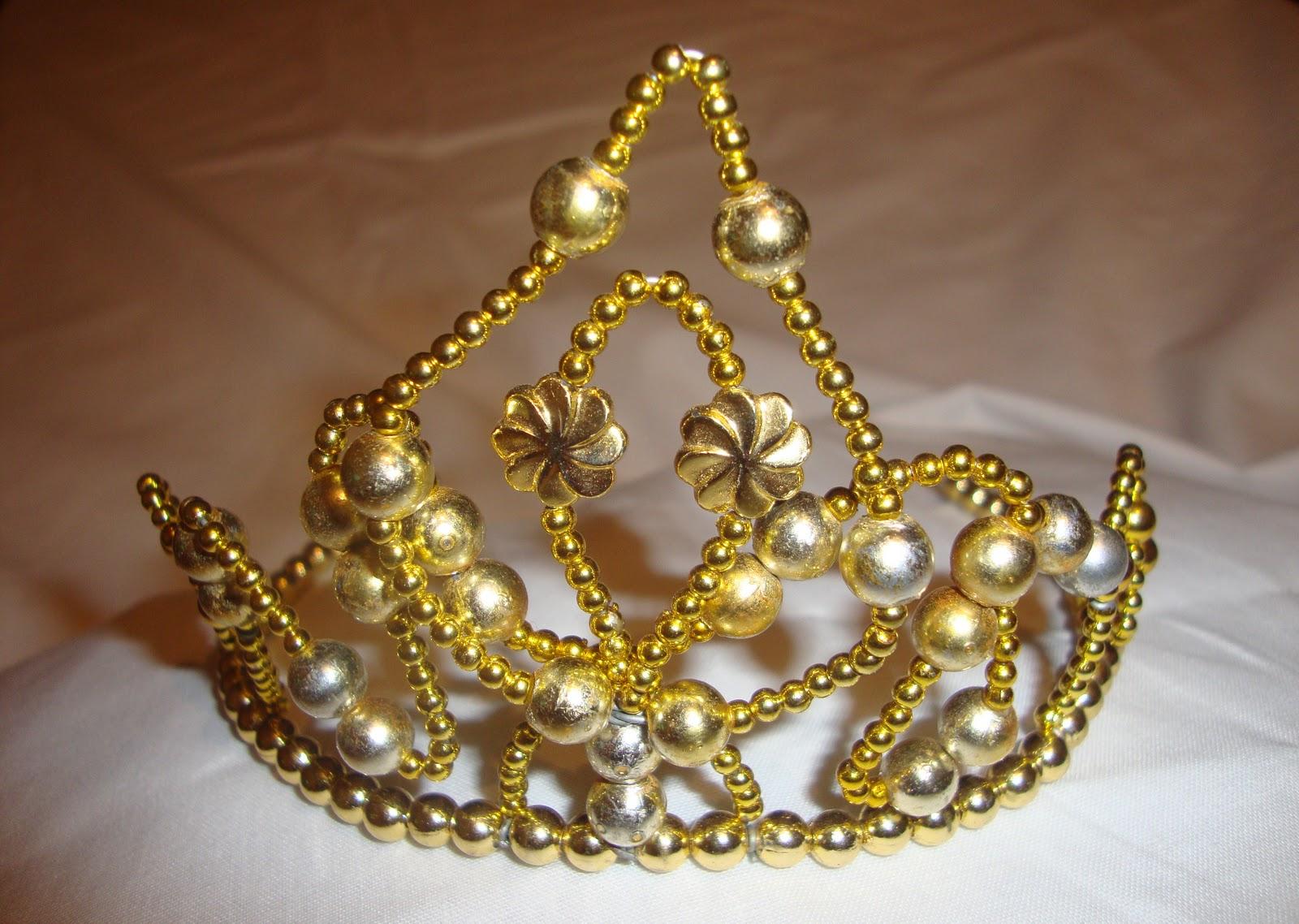 coronas de reina y cetros