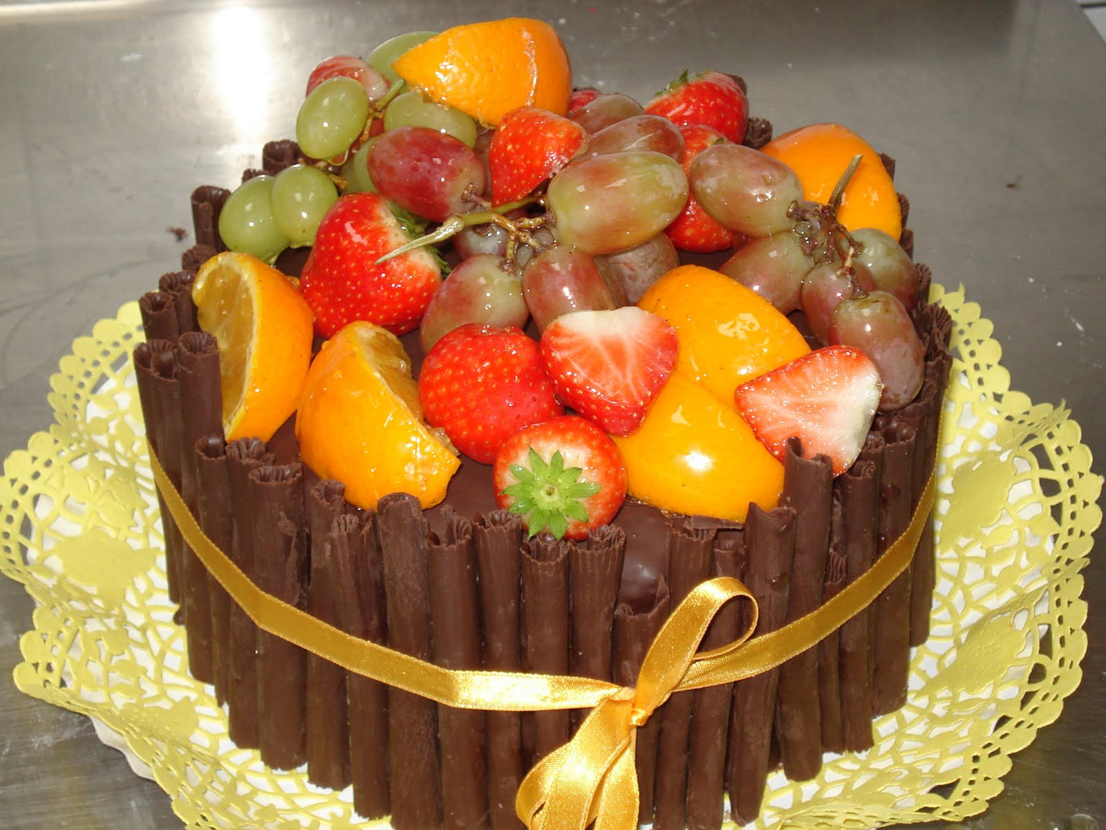 Brigitta s Cakes: Chocolate cake with rich fruit topping
