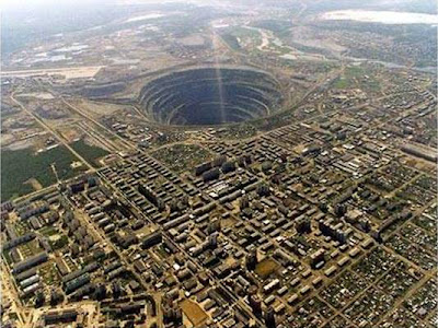 The world's biggest hole (18) 7