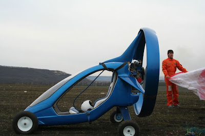 Aircraft Capable Of Traveling On Land, Water & Air (3) 1