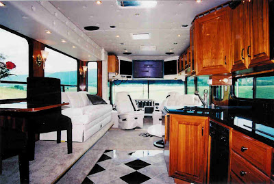 Luxurious Amphibious Motor Coach and Yacht (6) 4