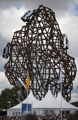 Land Rover Scales New Heights - Sculpture (7) 1