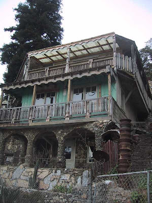 House Built Entirely Out Of Junk (3) 3