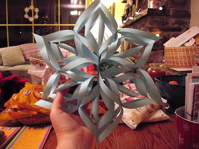 Make Three-Dimensional Snowflakes With Paper (7) 1