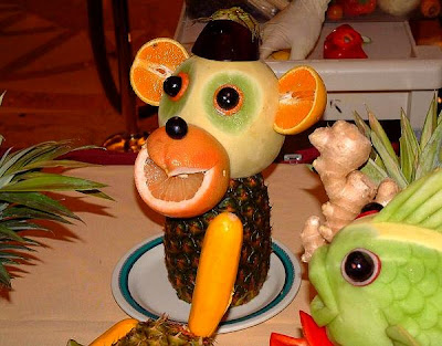 Fruits and vegetable sculptures (11) 5