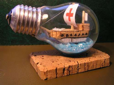Creative and Cool Ways To Reuse Old Light Bulbs (30) 22