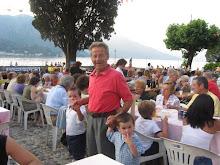 Renato.. con i nipotini .. alla Sagradi S. Giovanni di Bellagio nel giugno 2009!