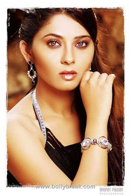 hot picture of mamata kulkarni. http://images.macrumors.com/article/2010/11/17/161249-whiteiphone4now_500.jpg mamata kulkarni hot wallpapers. Kulkarni Hot Photoshoot; Kulkarni Hot