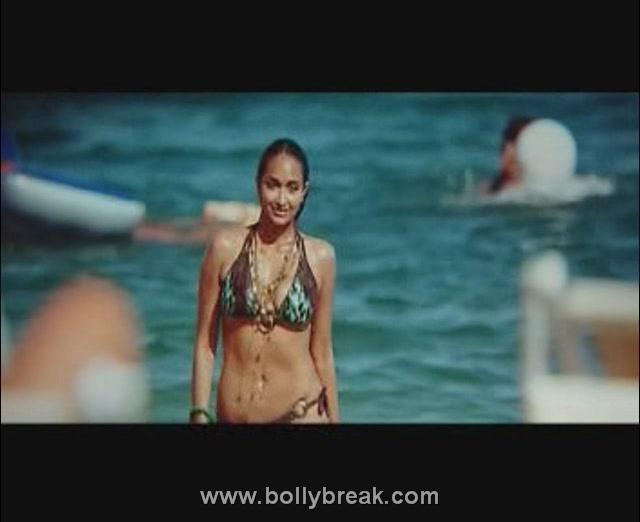 Jiah Khan Housefull Bikini Images - 5 Pics