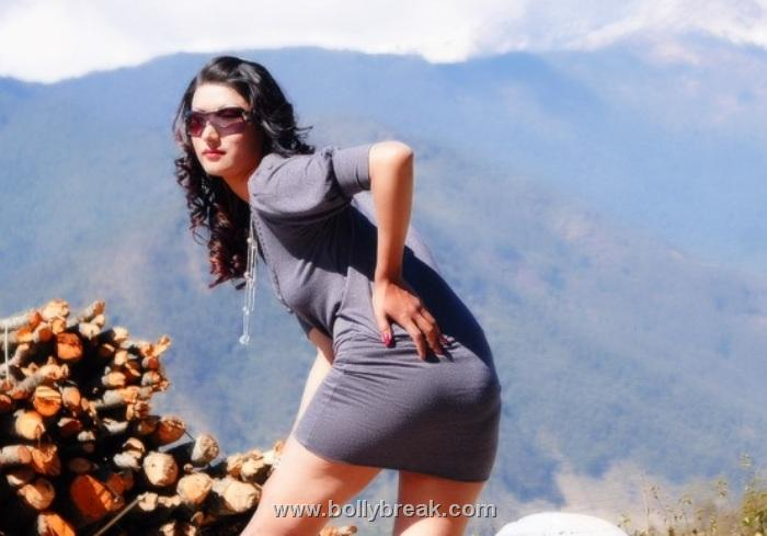 , Shruti Seth Hot Photoshoot Pics