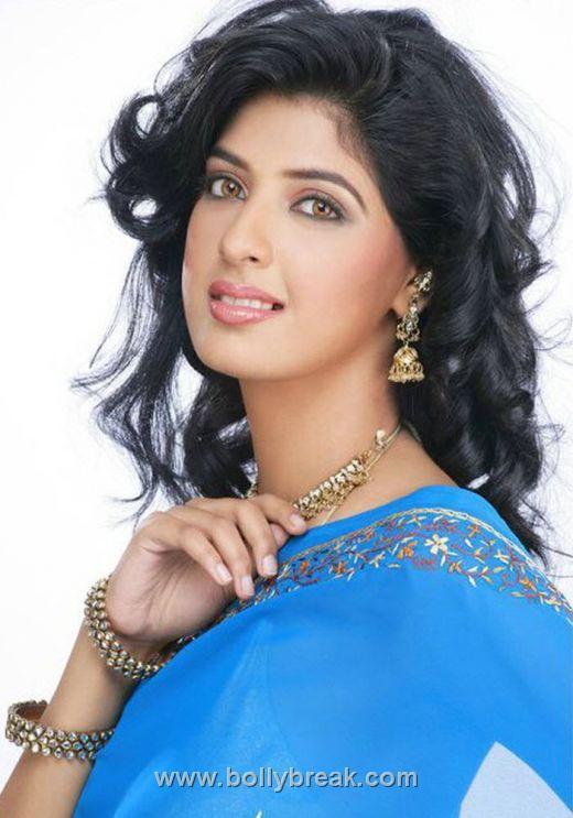 , Model Aishwarya Sakhuja Sexy Photo Collection