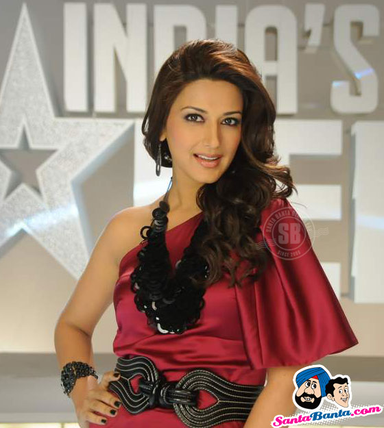 Hot Sonali Bendre at Indias Got Talent Khoj 2 Press Meet - Famous Celeb Press Meeting Gallery - Famous Celebrity Picture