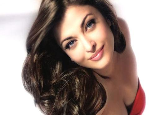 Hot Red Aishwarya Rai&#39;s L&#39;oreal 5 Total Repair Ad Video