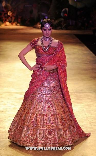 Kangana Ranaut Walks the Ramp for JJ Valaya