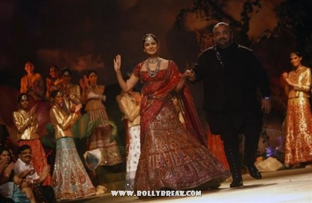 , Kangana Ranaut Walks the Ramp for JJ Valaya