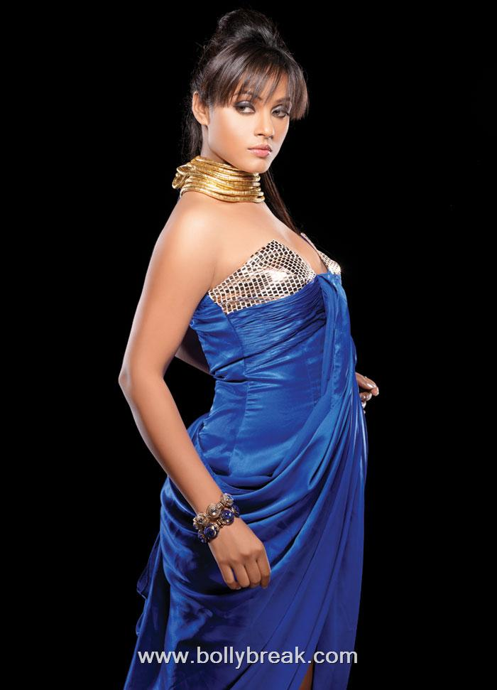 Neetu Chandra Hot Unseen Wallpapers - Unseen Pictures - Famous Celebrity Picture
