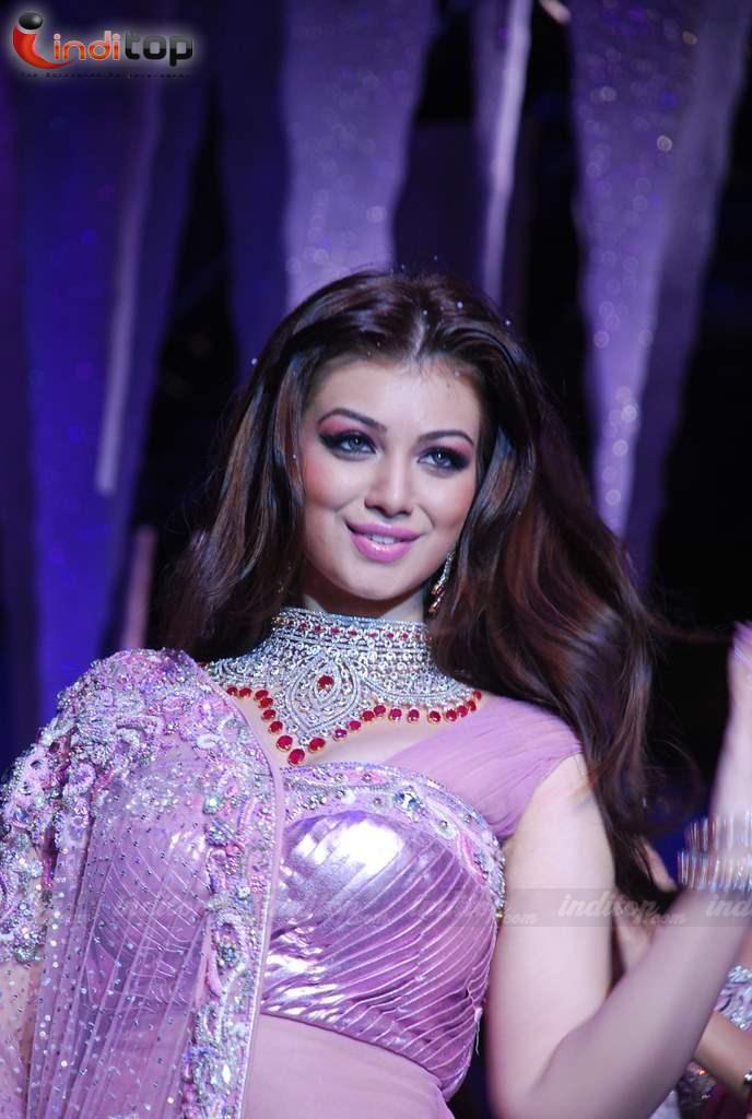 , Ayesha Takia HQ HOT Pics from IIJW Fashion Week 2010