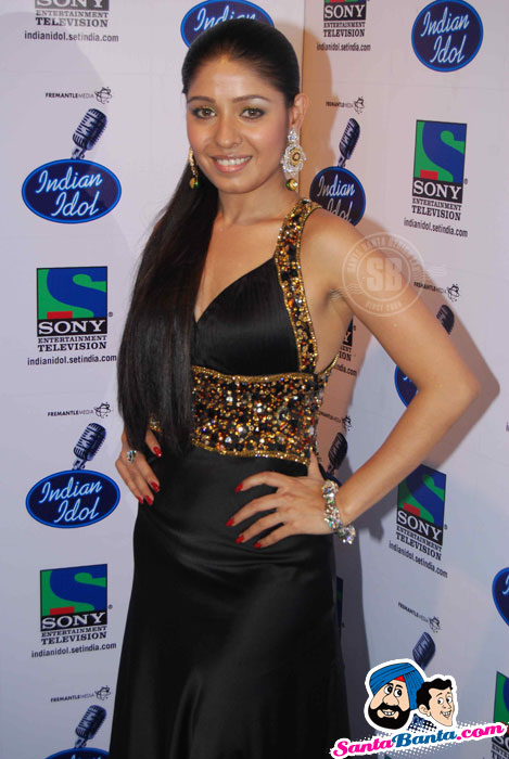 Sunidhi Chauhan in Hot black Dress at Indian Idol Finale