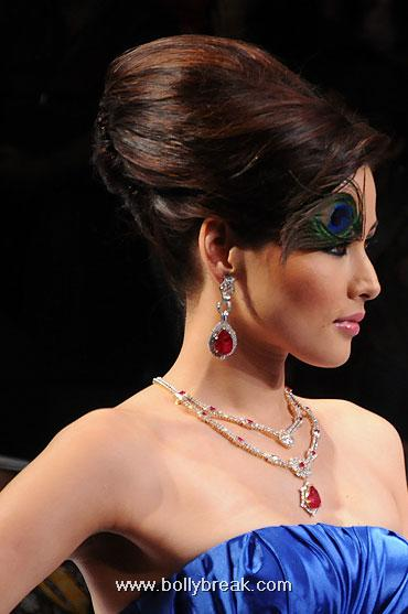 , Hot Models Walk the ramp at Indian Jewellery Fashion Week