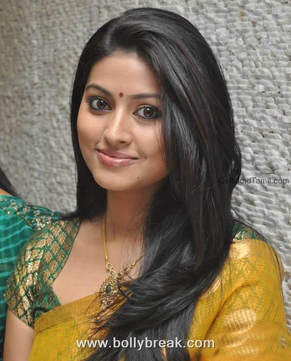 Sneha looking hot in saree