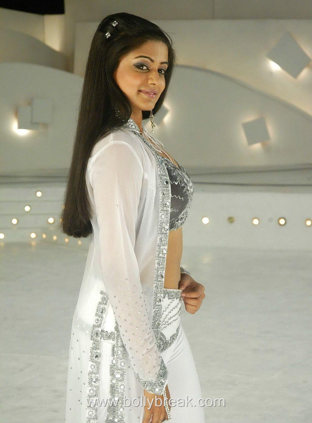  Priyamani  Hot Pics from the movie BET 