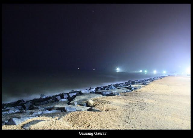 http://3.bp.blogspot.com/_Nu8-sbwtCf0/S0QF3wI5N_I/AAAAAAAAAok/yYh8j64B99A/s640/Pondy+Sea+Beach+at+night.jpg