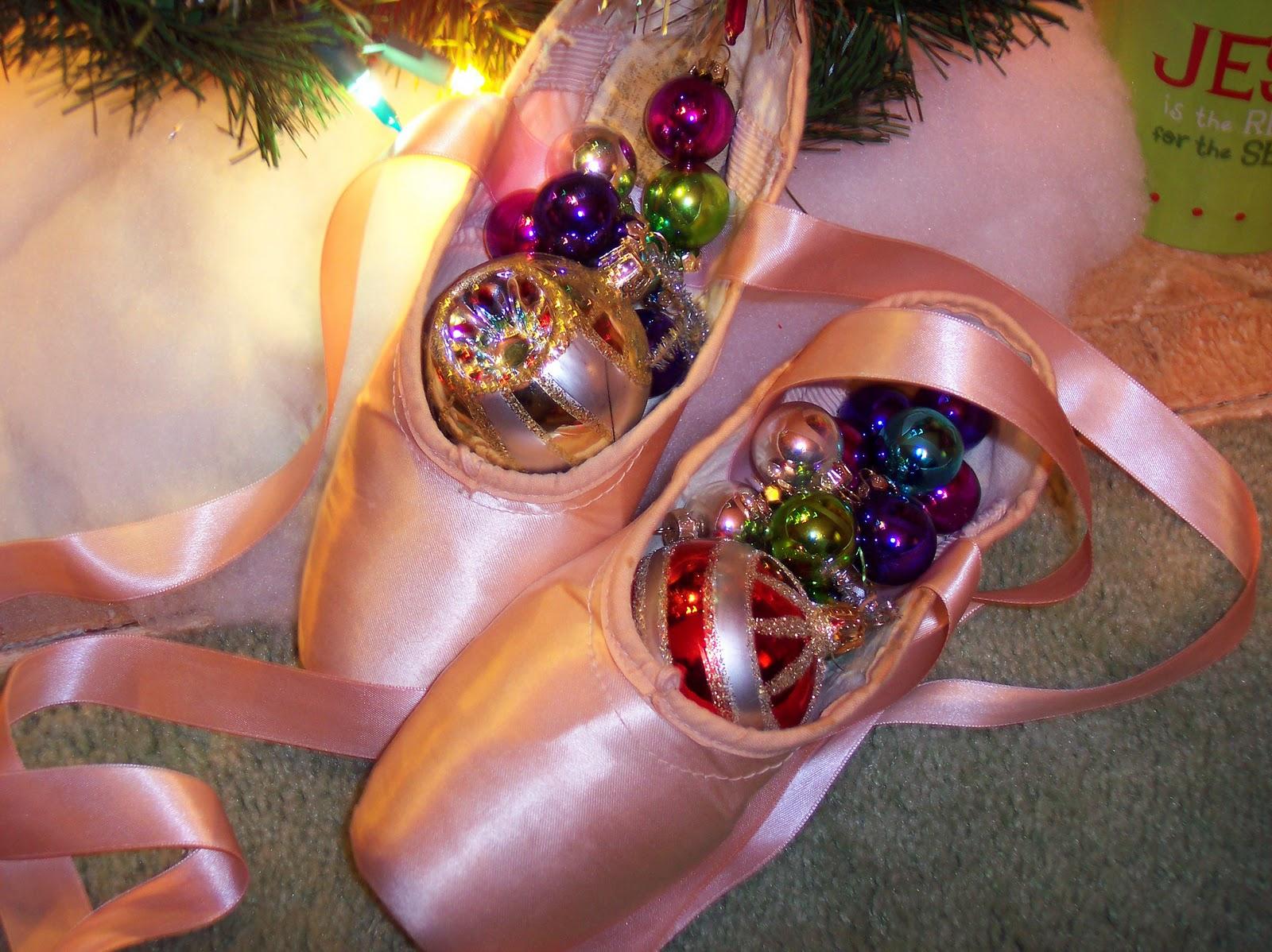 http://3.bp.blogspot.com/_NubYojN1JwM/TStlYA4fw0I/AAAAAAAACYE/PYOlv1el8oA/s1600/Free+Ballet+Pointe+Shoe+Wallpaper+2+1-10-11.jpg