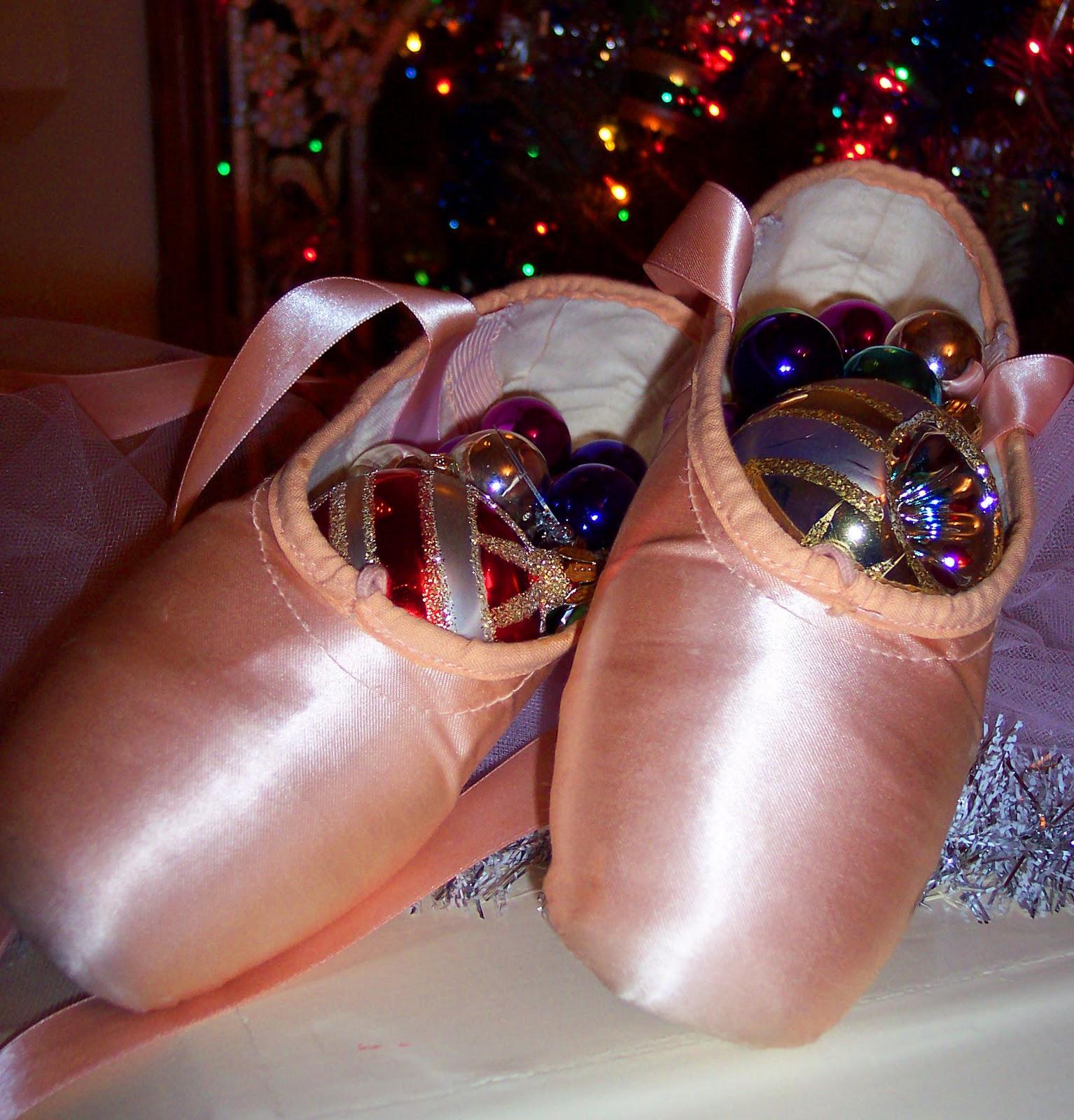 http://3.bp.blogspot.com/_NubYojN1JwM/TStmL_wuKNI/AAAAAAAACYM/hg5GiaokloM/s1600/Free+Ballet+Pointe+Shoe+Wallpaper+3+1-10-11.jpg