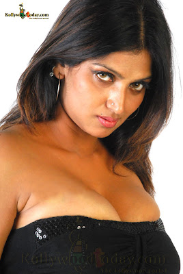 hot South Indian Tamil actress Bhuvaneshwari
