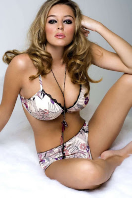 Keeley Hazell cleavage and thighs show in a sexy bikini