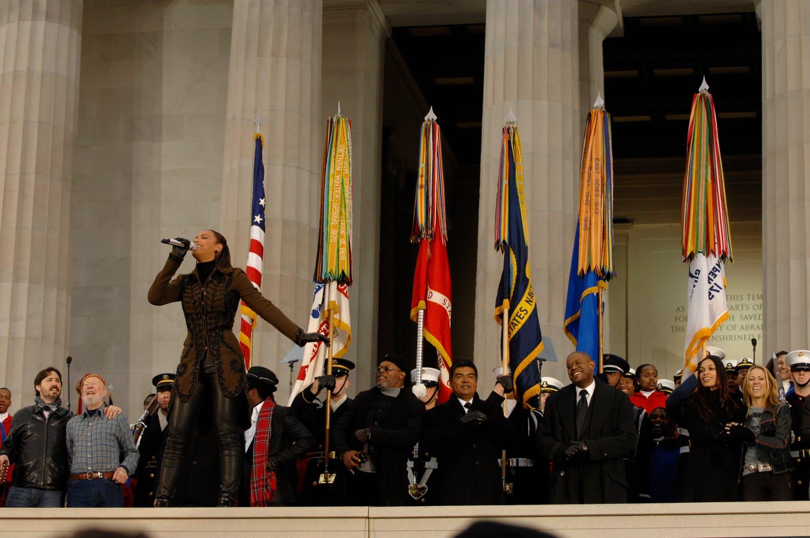 http://3.bp.blogspot.com/_Nuta_CQvImI/TJcU4Ki5XRI/AAAAAAAADQw/EO7C1RSdUNU/s1600/Beyonce-Knowles-during-inaugural-opening-ceremonies-at-Lincoln-Memorial.JPG