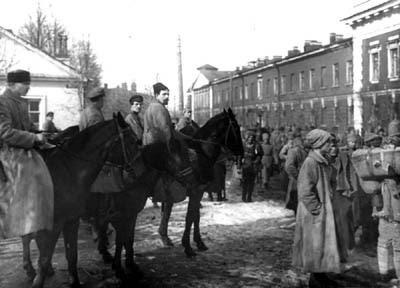 """MN - """"León Trotsky, el primer estalinista"""" - Página 2 ATAQUE+A+KRONSTADT+4"""