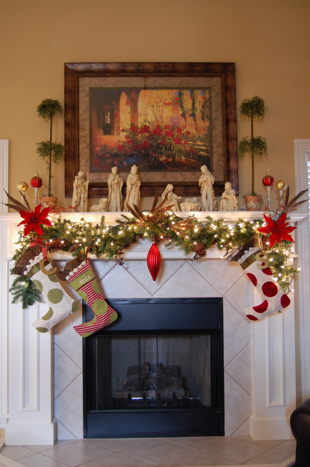 Living Room Mantel Decorating 19 Best Images About Christmas Fireplace Mantle On Pinterest