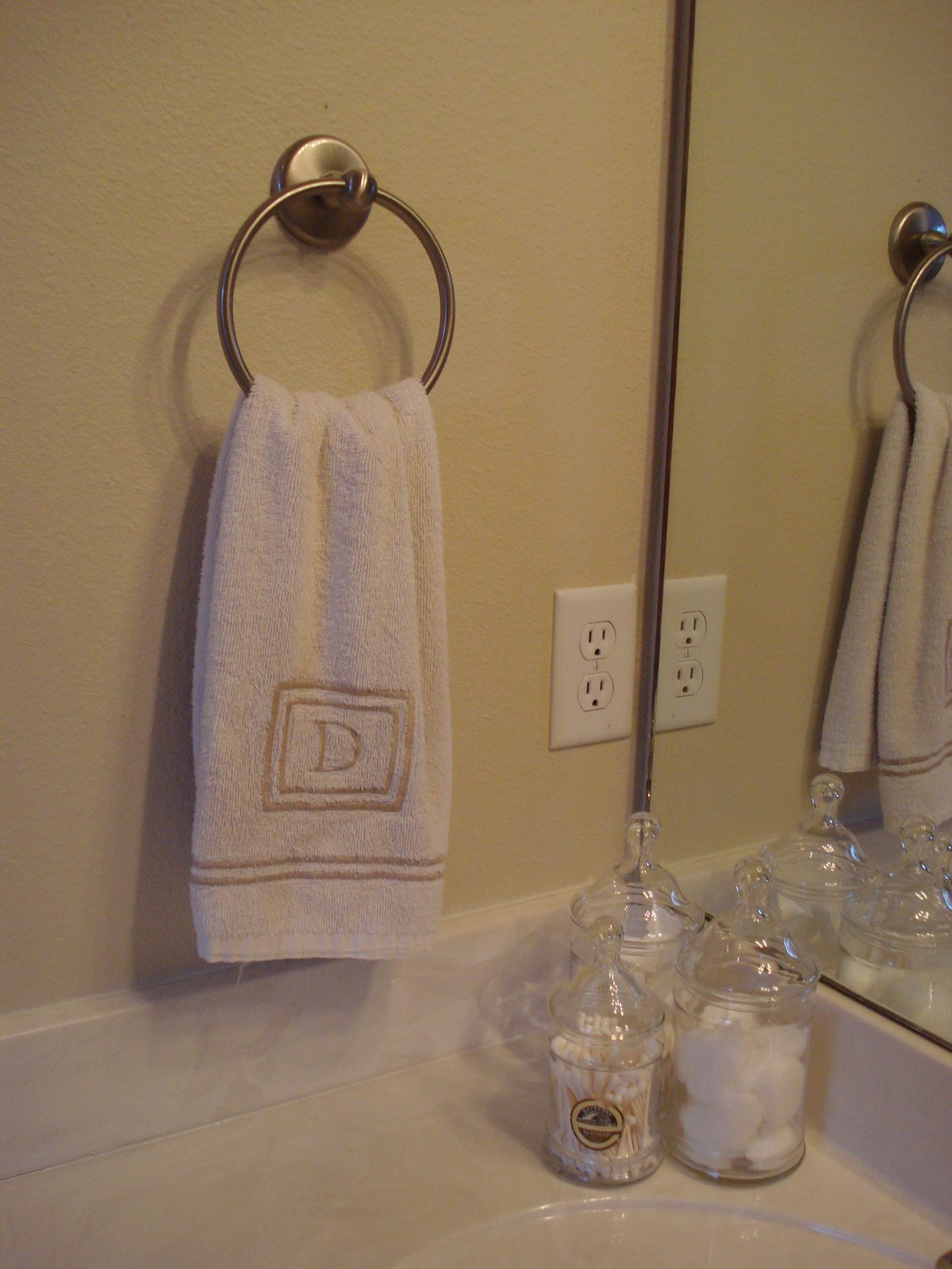 Where To Put Hand Towel In Bathroom 28 Images Towel Bar Towel Bar Where Do You Go The