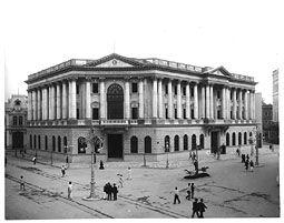 [Banco+de+Amortização,+na+Avenida+Rio+Branco.+O+prédio+hoje+pertence+ao+Banco+Central.+Foto+de+1907.jpg]