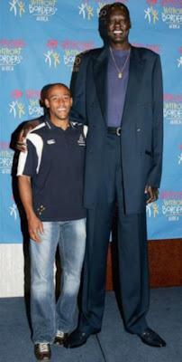 أطول لاعب كرة سلة في العالم-غرائب وعجائب-منتهى