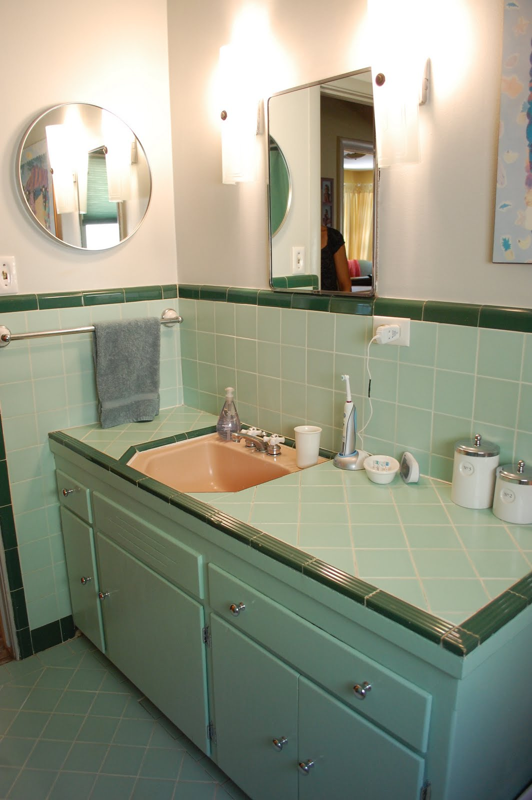 Color marie in praise of 1950 39 s bathrooms for 1950 bathroom ideas