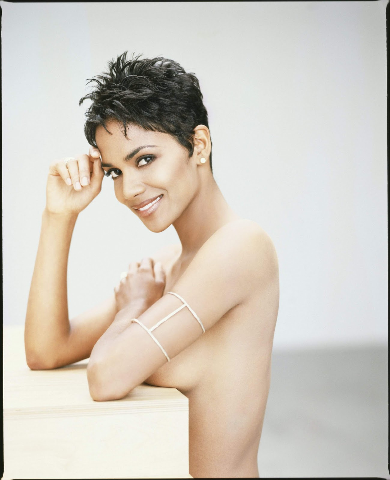 Halle Berry: Photo Memories Halle Berry by Firooz Zahedi ... холли берри