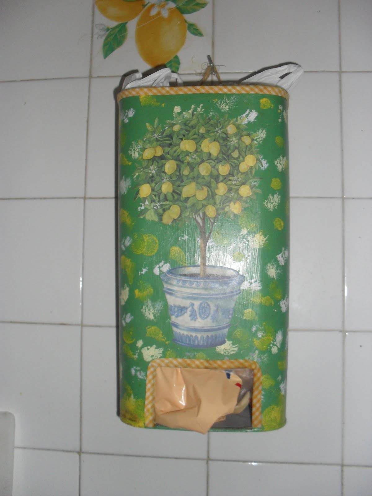 Reciclaje manualidades dispensador de bolsas - Dispensador bolsas plastico ...
