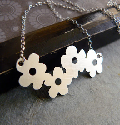 flowetr cluster necklace
