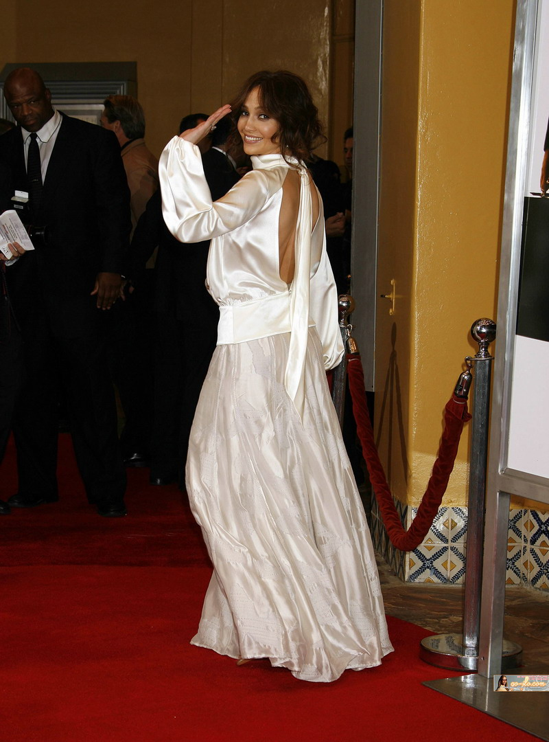 jennifer lopez 0097  ultra sexy longsleeved white satin shirt Friday, July 2, 2010