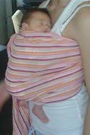 Μωράκι σε όρθια θέση σε Αστεράκι sling