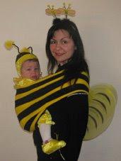 Μαμά και κόρη ντυμένες μελισσούλες!