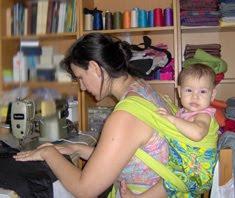 Ράψιμο sling με το μωρό στην πλάτη, ο χρόνος είναι λίγος!