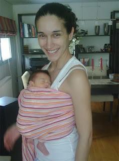 Νεογέννητο μωράκι σε ring sling
